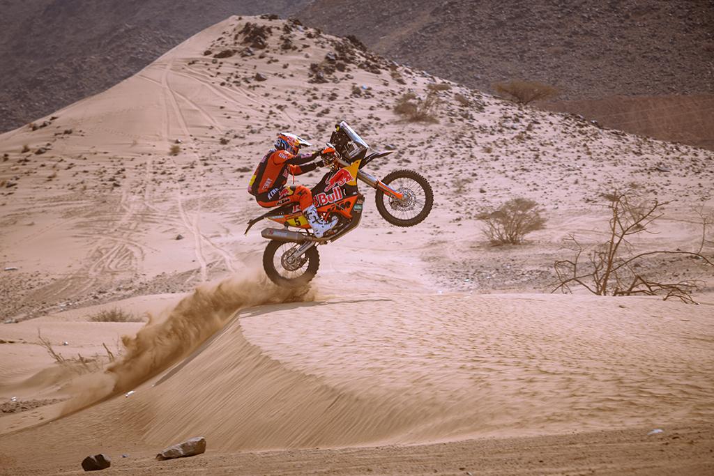 Sam-Sunderland-GRB-of-Red-Bull-KTM-Factory-Team-trains-during-the-shakedown-prior-Rally-Dakar2021-cl