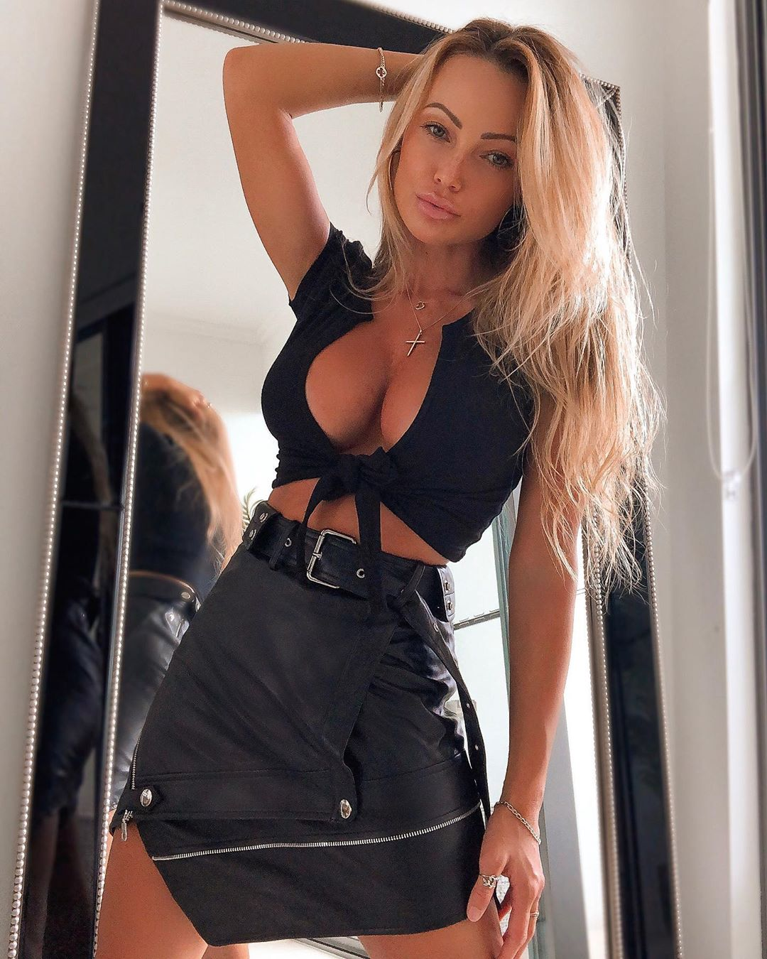 Abby-Dowse-Wallpapers-Insta-Fit-Bio-5