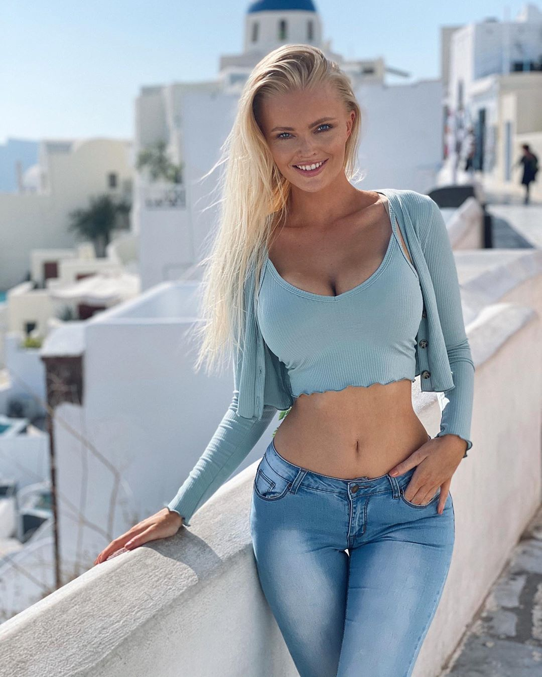 Zienna-Sonne-Williams-Wallpapers-Insta-Fit-Bio-1