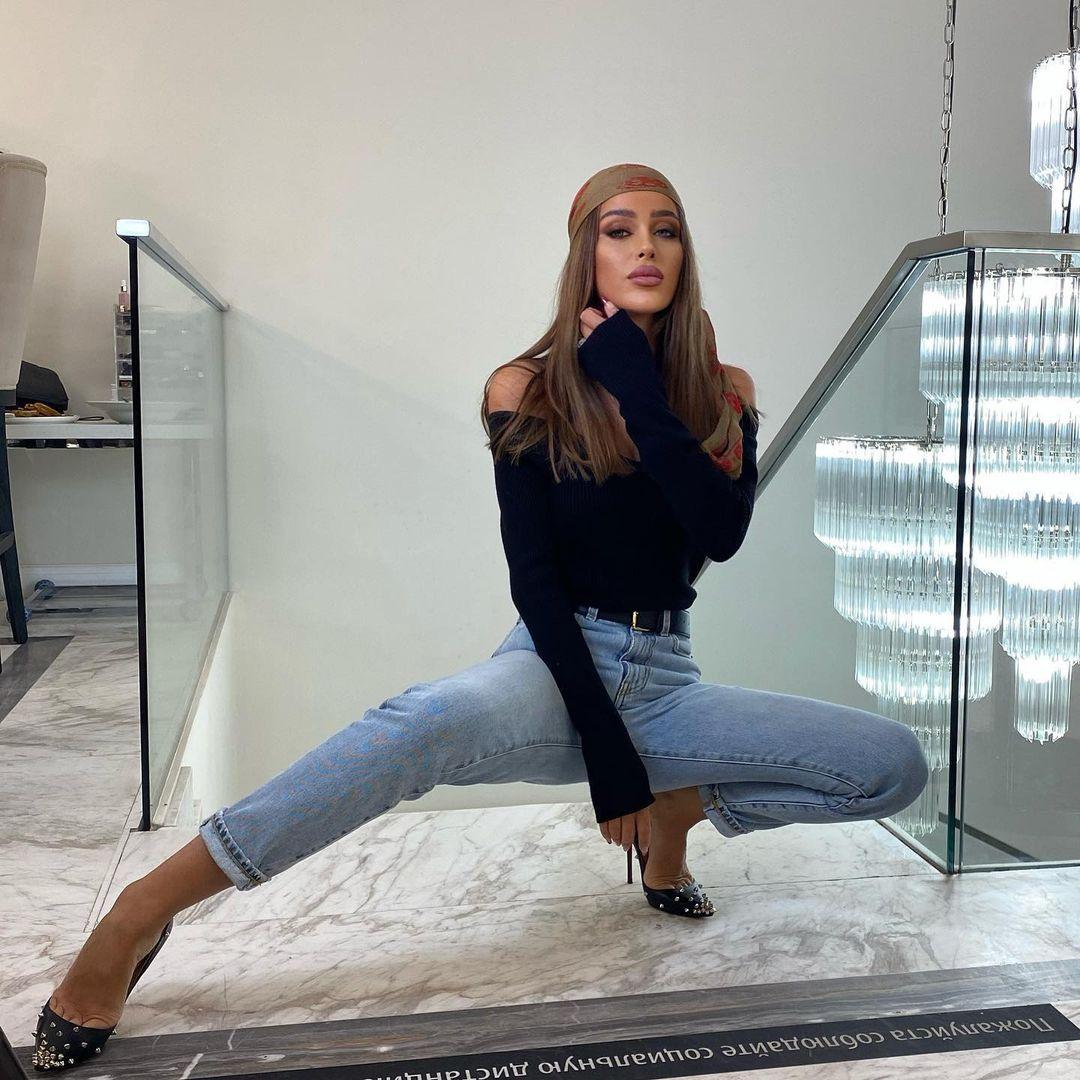 Miranda-Sheliya-Wallpapers-Insta-Fit-Bio-2