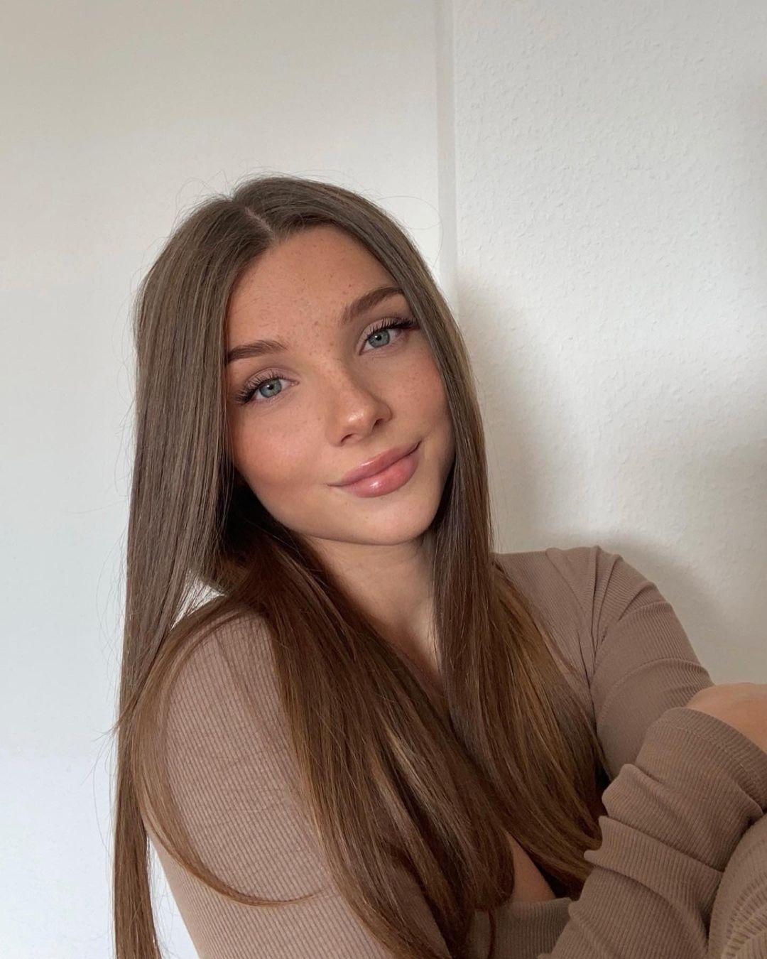 Darleen-Josephine-Wallpapers-Insta-Fit-Bio-11