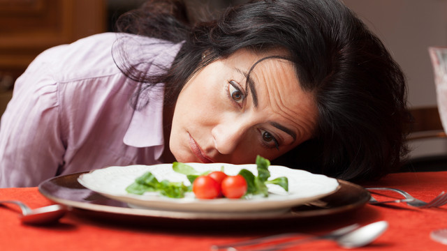 Woman-looking-to-a-little-salad-is-tired-about-diet-Shutterstock-ID-209306980-PO-today-com-gabrielle