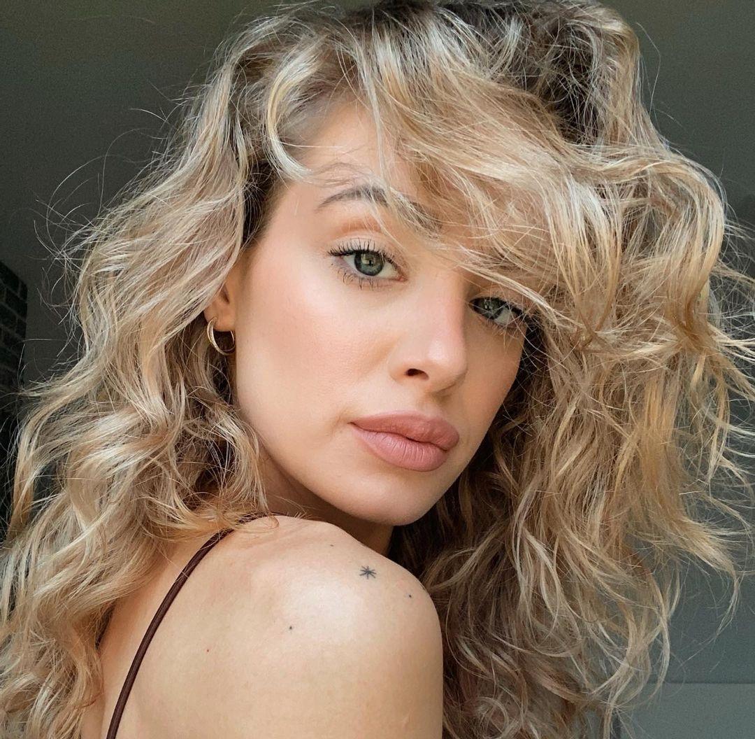 Wiktoria-Gasiewska-Wallpapers-Insta-Fit-Bio-18