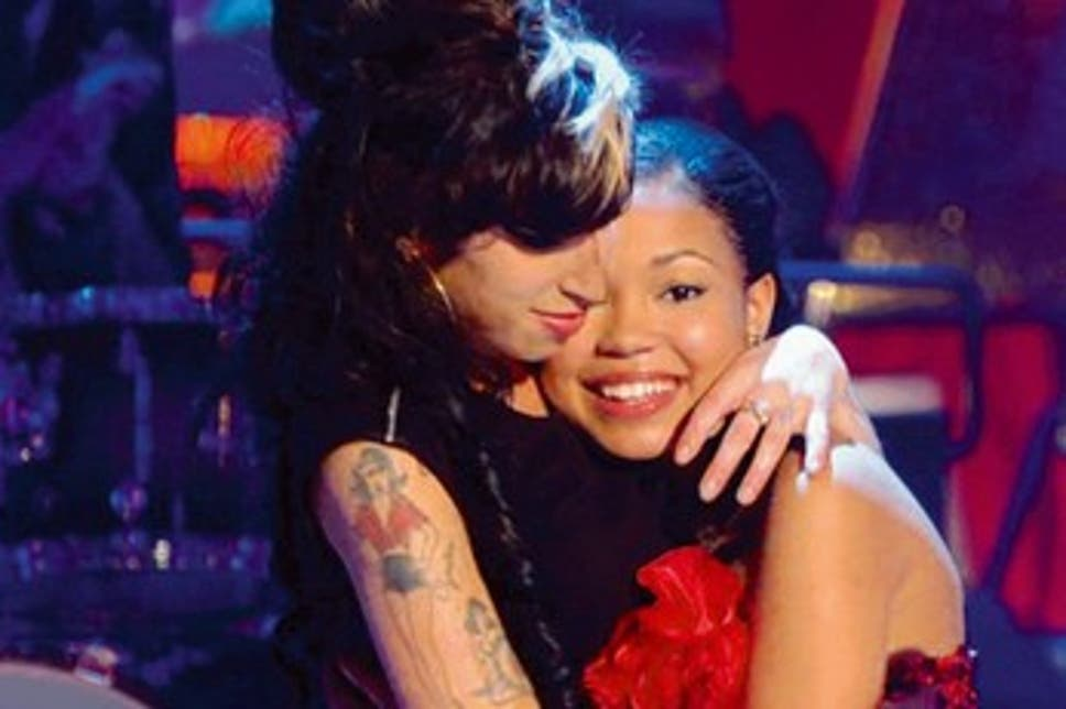 amy-winehouse-and-dionne-bromfield-on-17377