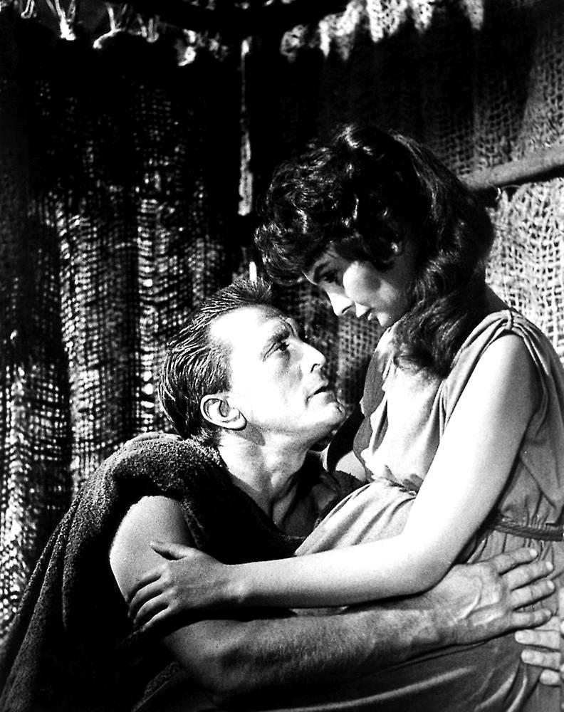 https://i.ibb.co/p33kSVK/Jean-Simmons-Kirk-Douglas-production-still-from-Stanley-Kubrick-s-Spartacus.jpg