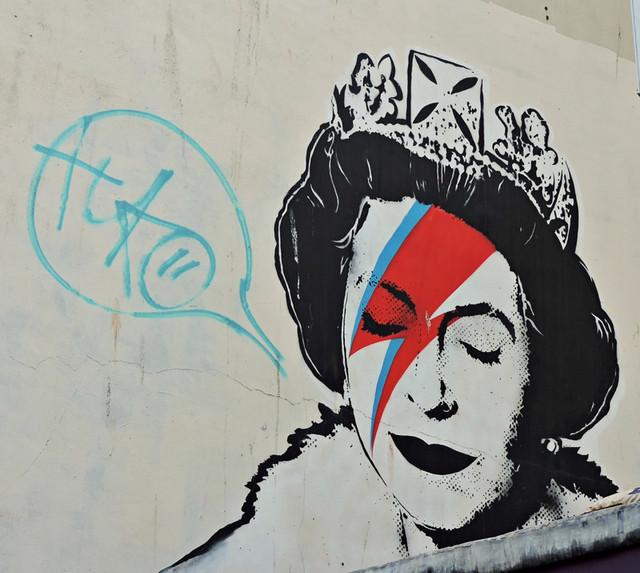 banksy-queen-bowie.jpg