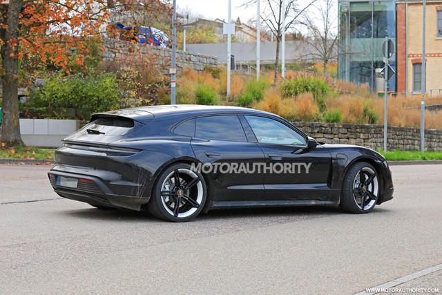 2020 - [Porsche] Taycan Sport Turismo - Page 3 A0855-E19-9-F33-477-D-A782-8458-F917-B496
