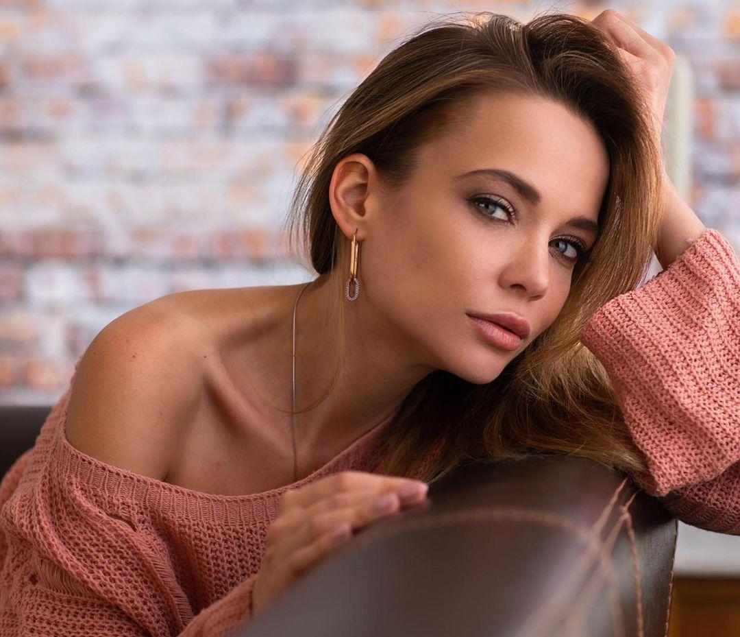 Angelina-Petrova-Wallpapers-Insta-Fit-Bio-6