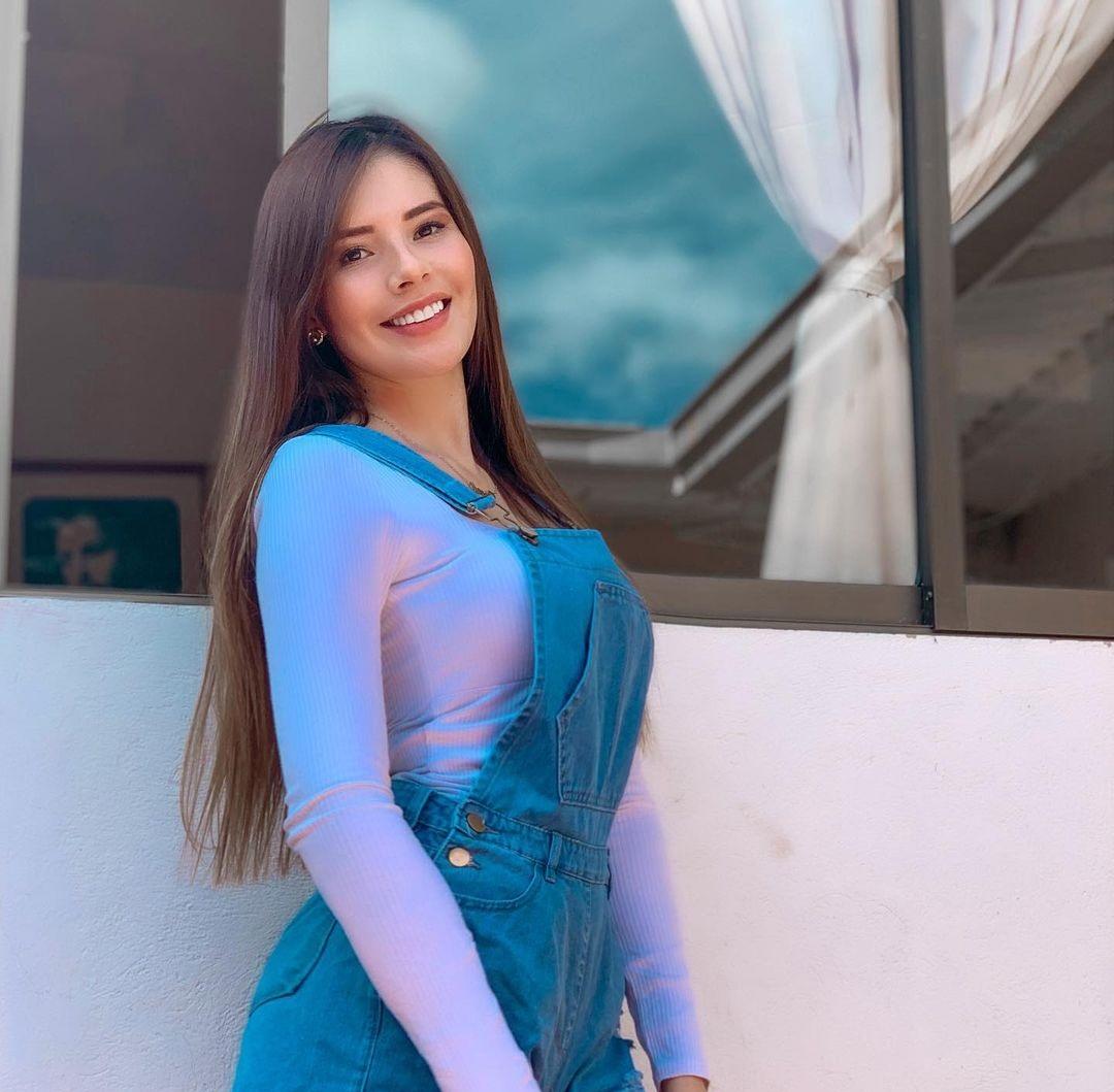 Gabriela-Duartel-Wallpapers-Insta-Fit-Bio-4
