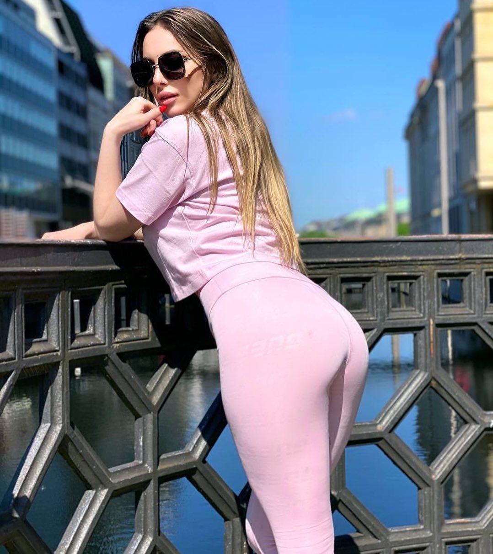 Ivanka-Peach-Wallpapers-Insta-Fit-Bio-1