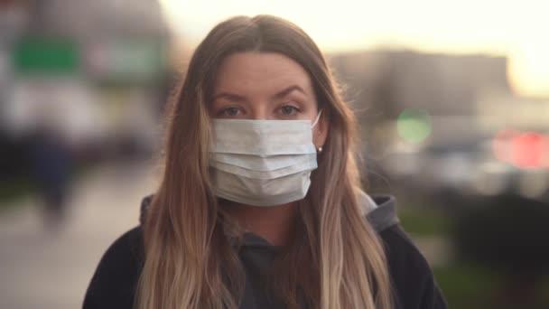 depositphotos-342451776-stock-video-girl-in-a-medical-mask