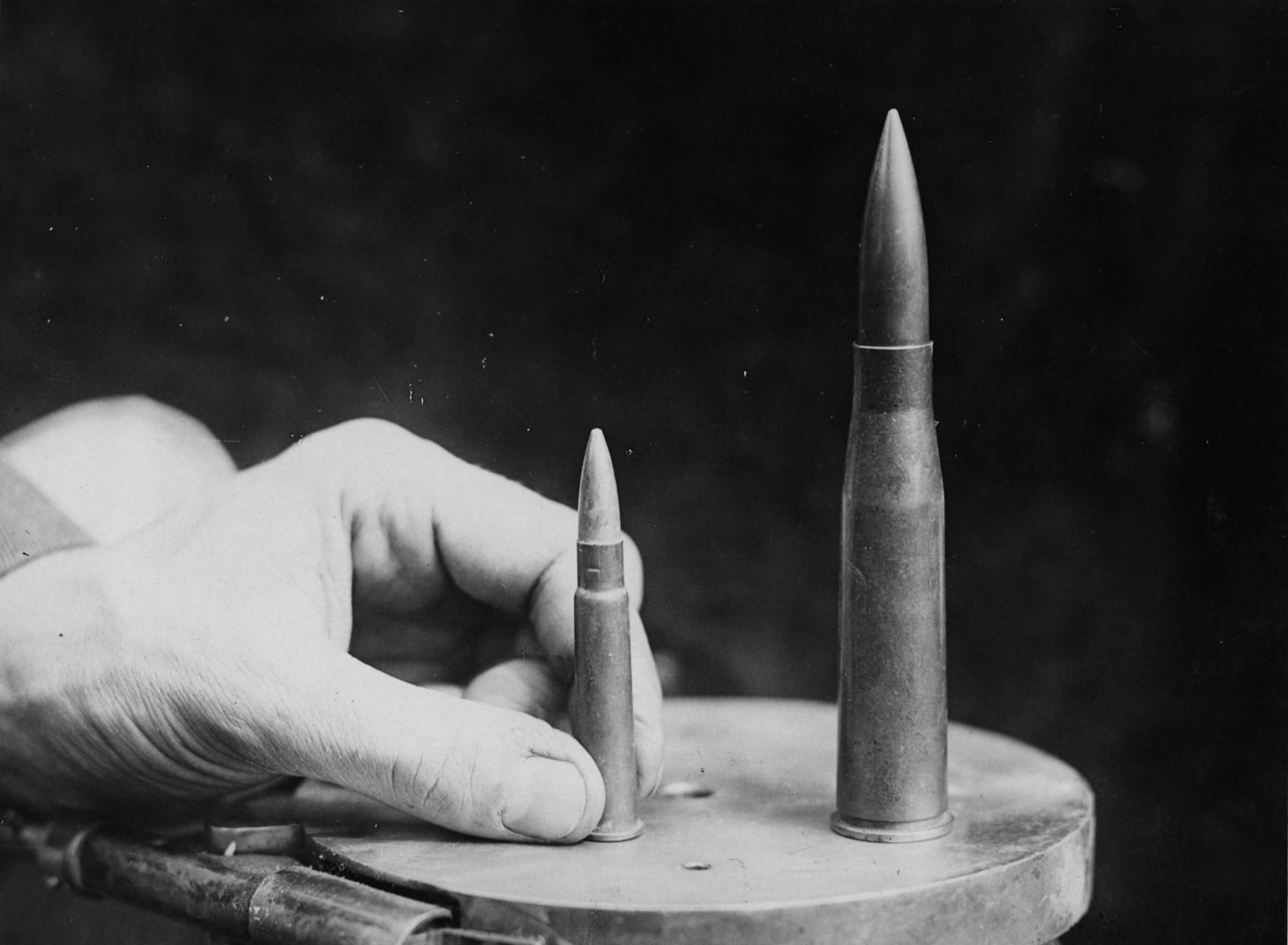 Comparison of a standard .303 British rifle cartridge and a 13.2 mm T-Gewehr cartridge.