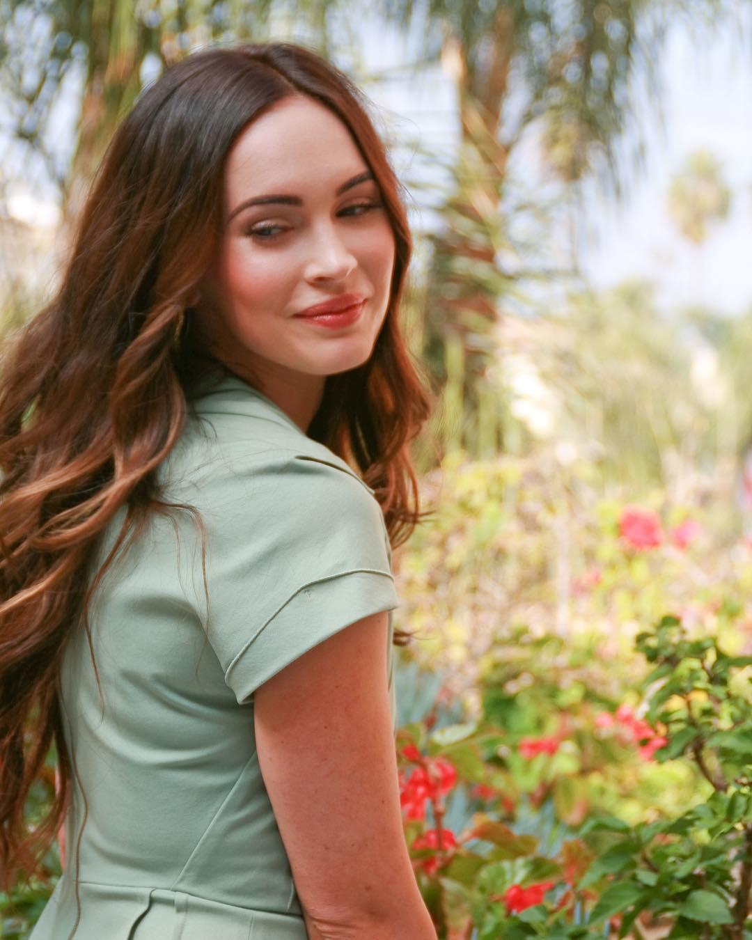 Megan-Fox-Wallpapers-Insta-Fit-Bio-10