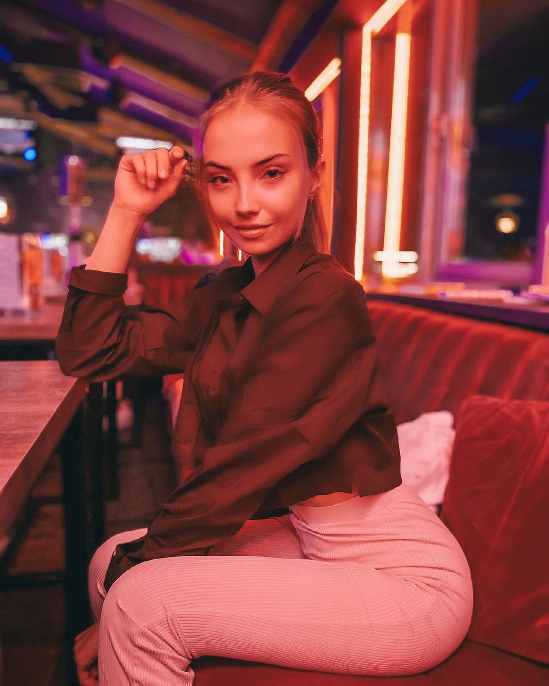 Anastasia-Fefilova-Wallpapers-Insta-Fit-Bio-7