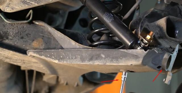 zamena-zadnix-amortizatorov-Renault-Scen