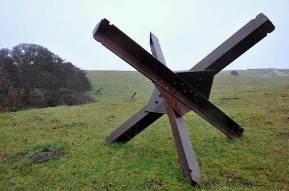 Пример стандартного противотанкового ежа