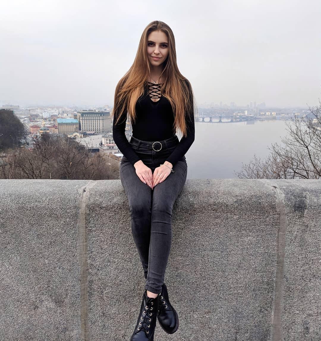 Katya-Melnyk-Wallpapers-Insta-Biography-3