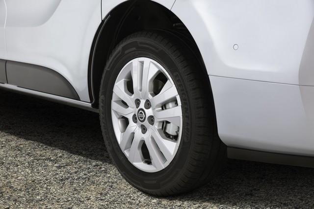 Le Nissan NV300 Combi Fait Peau Neuve New-NV300-Combi-Wheel-1-1200x800