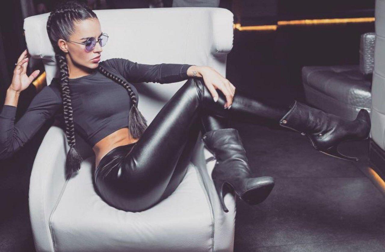 Yulia-Zivert-Wallpapers-Insta-Fit-Bio-17