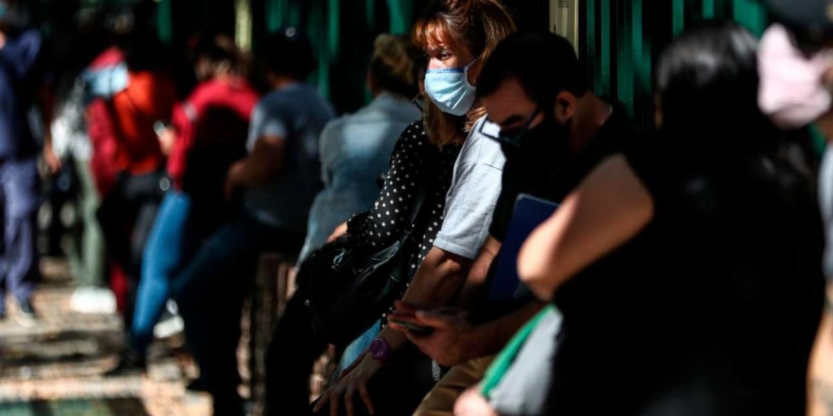 """Segunda ola de coronavirus: sugieren """"cerrar todo desde las 18"""" para contener el rebrote en el país"""