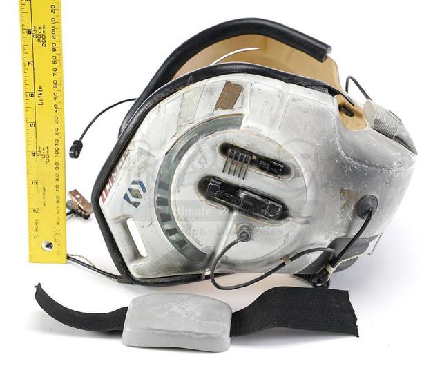 Prop-Store-Bwing-Helmet11.jpg