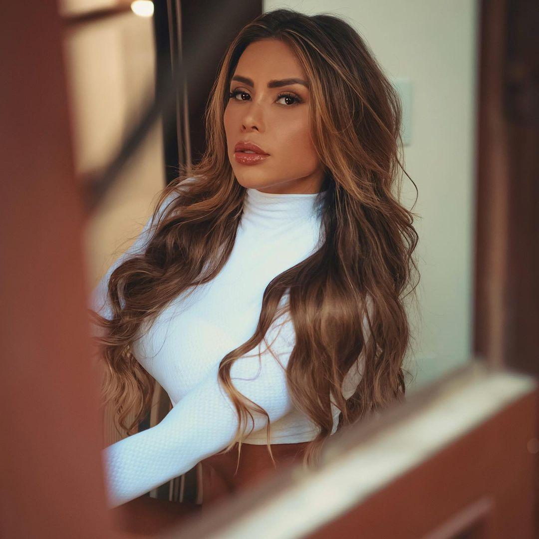 Alessandra-Batista-Wallpapers-Insta-FIt-Bio-5