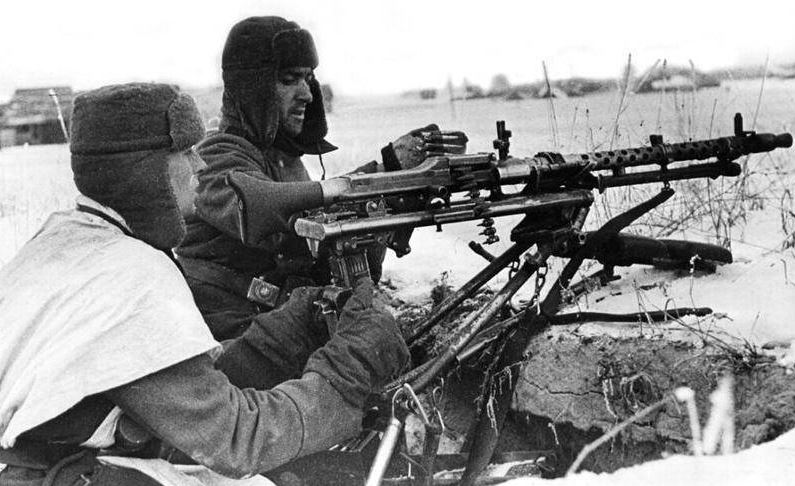 German soldiers with MG-34 machine gun. Eastern Front.