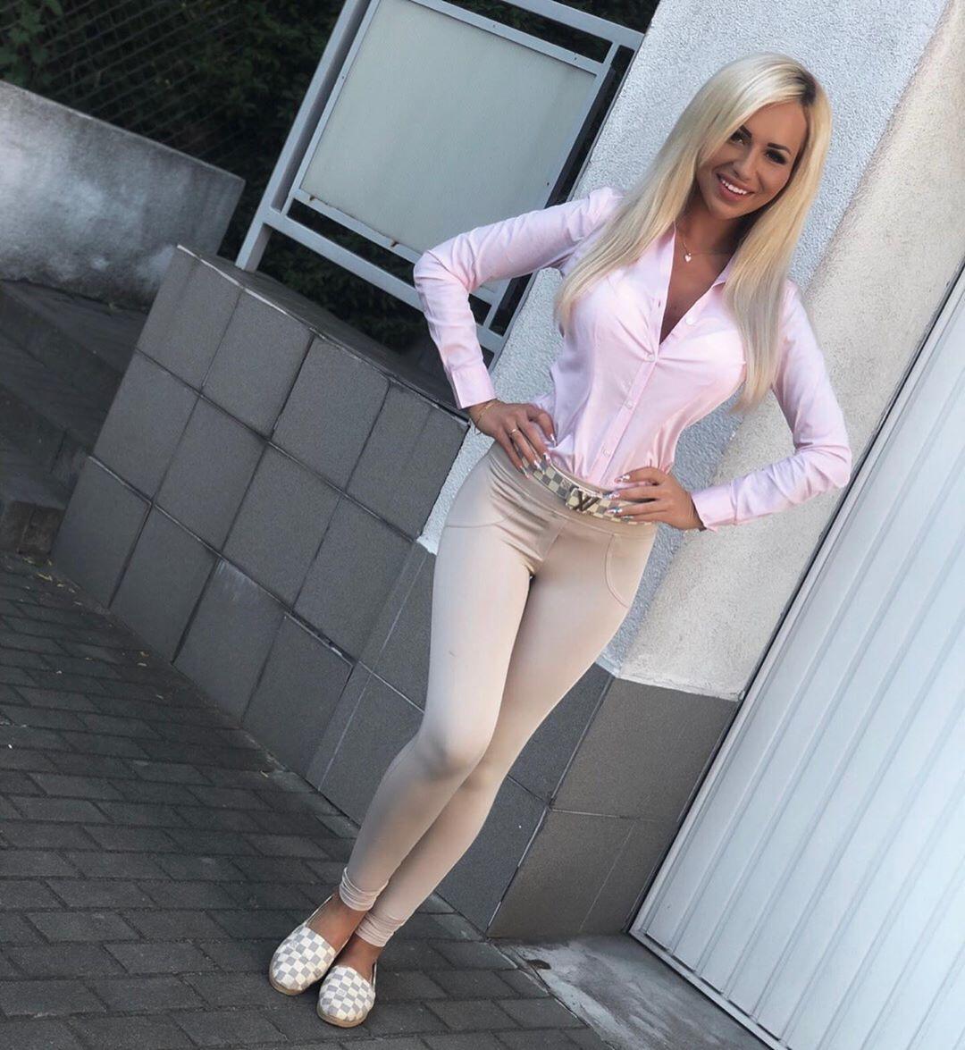 Katarzyna-Czulek-Wallpapers-Insta-Fit-Bio-2