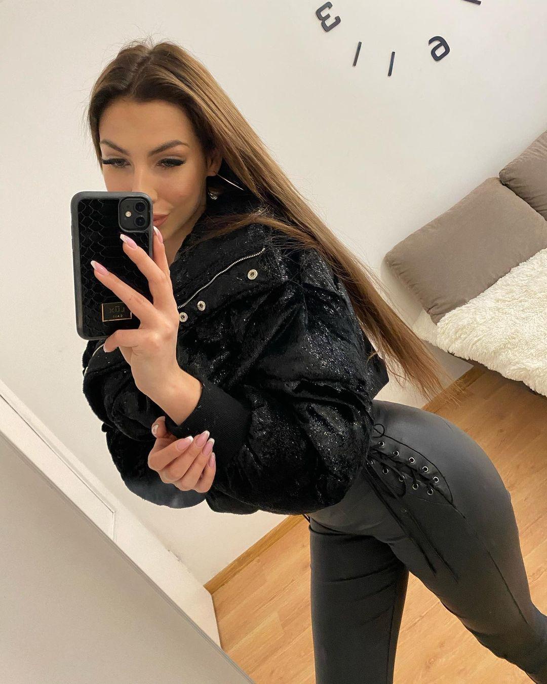 Adrianna-Gotowicka-Wallpapers-Insta-Fit-Bio-7