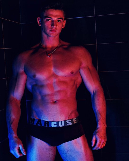 BST mẫu nam siêu sexy của hãng quần sịp Marcuse