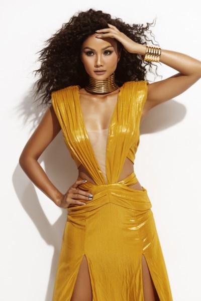 Hoa-Hau-HHen-Nie-Dress-by-DCOLLAB-2-1600x1200.jpg
