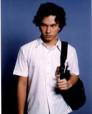 Nicholas Saputra mengenakan seragam SMA.