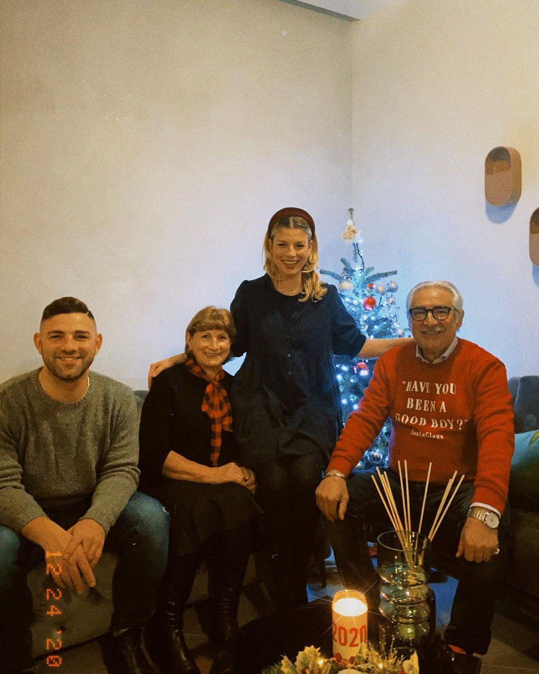 Natale 2020, gli auguri social dei Vip