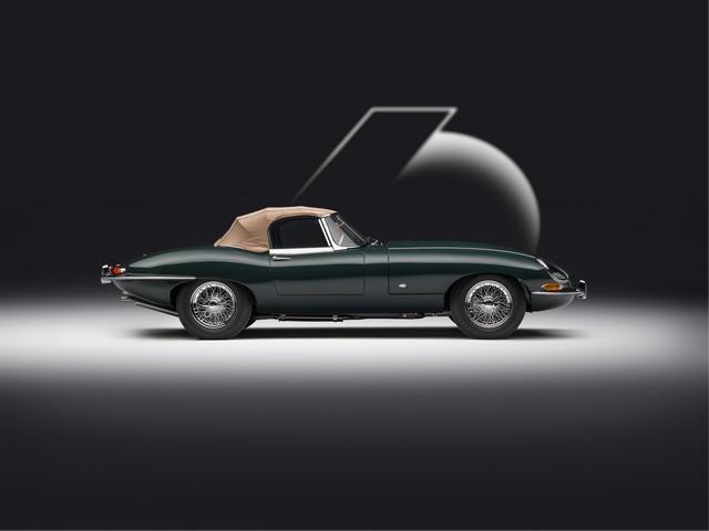 """Jaguar Classic Dévoile La Type """"60 Collection"""" : Homage Au 60e Anniversaire De La Sportive Légendaire 03-E-TYPE-OTS-exterior-side-on-roof-up"""