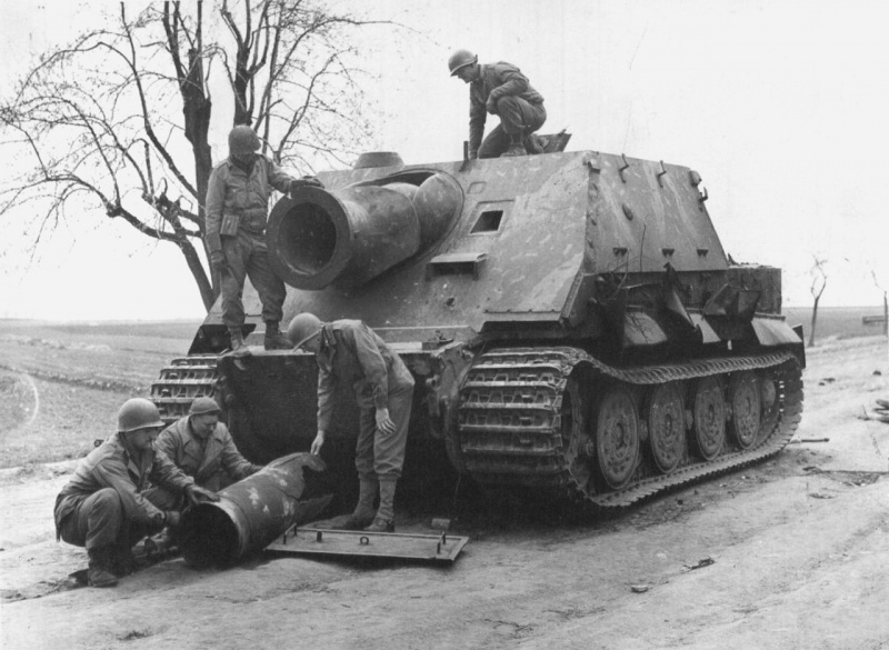 Soldiers of the 9th US Army visiting the German self-propelled guns Sturmtiger, captured in the Minden area, Germany. In the foreground is the ruined body of a 380-mm high-explosive rocket.