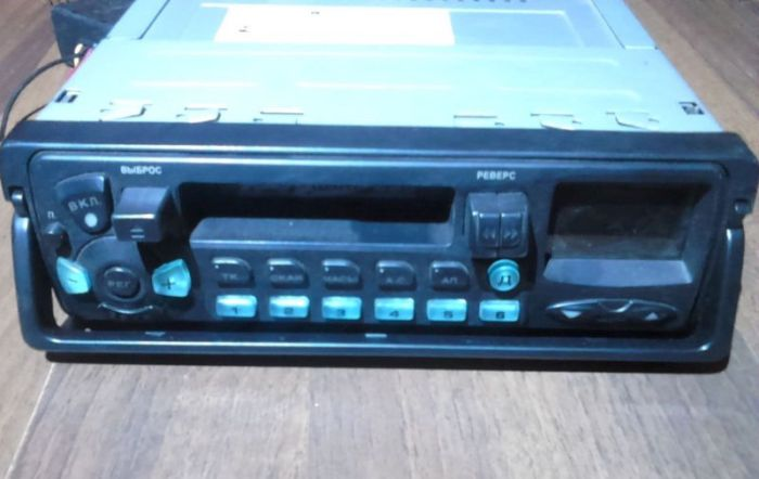 Съемная магнитола - обязательный атрибут крутого пацана в 1990-е. /Фото: autodriving.net