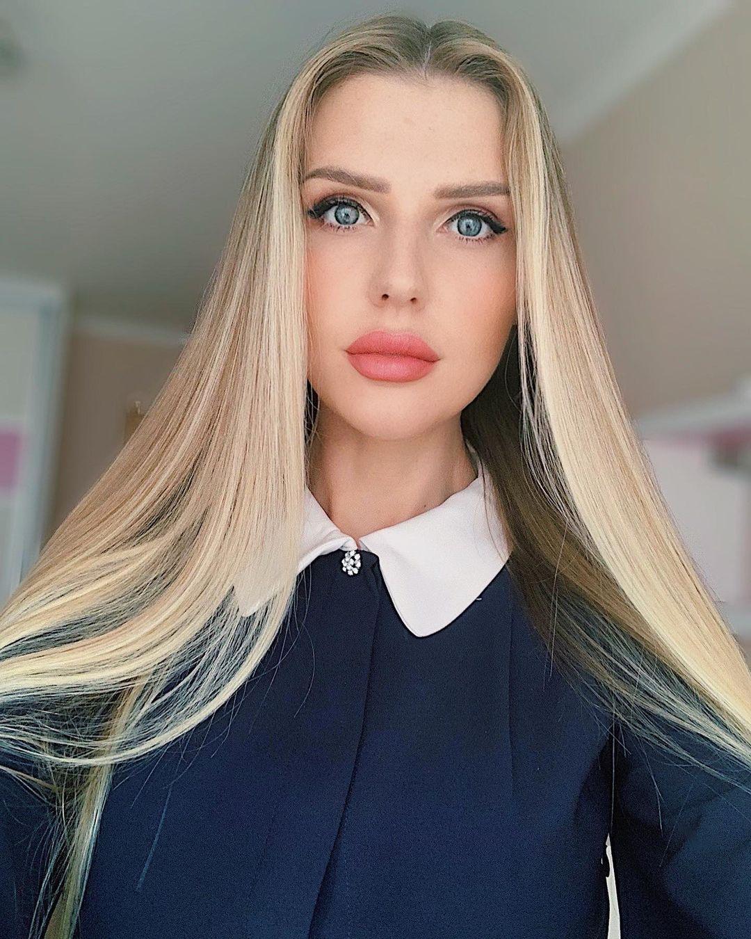 Yuliana-Sholomitskaya-Wallpapers-Insta-Fit-Bio-1