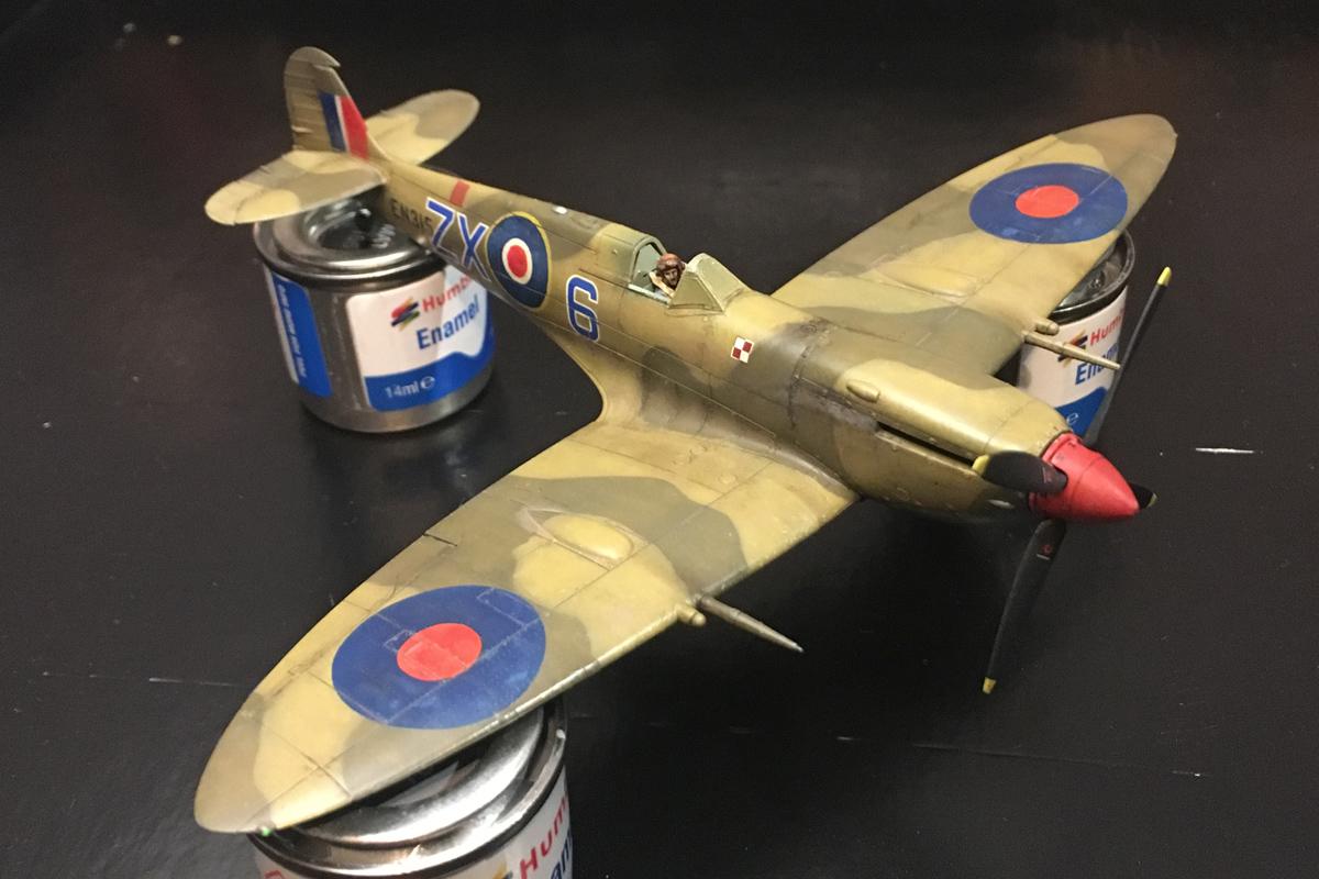 Spitfire Mk IX - Eduard 1:72 - Page 2 IMG-1633