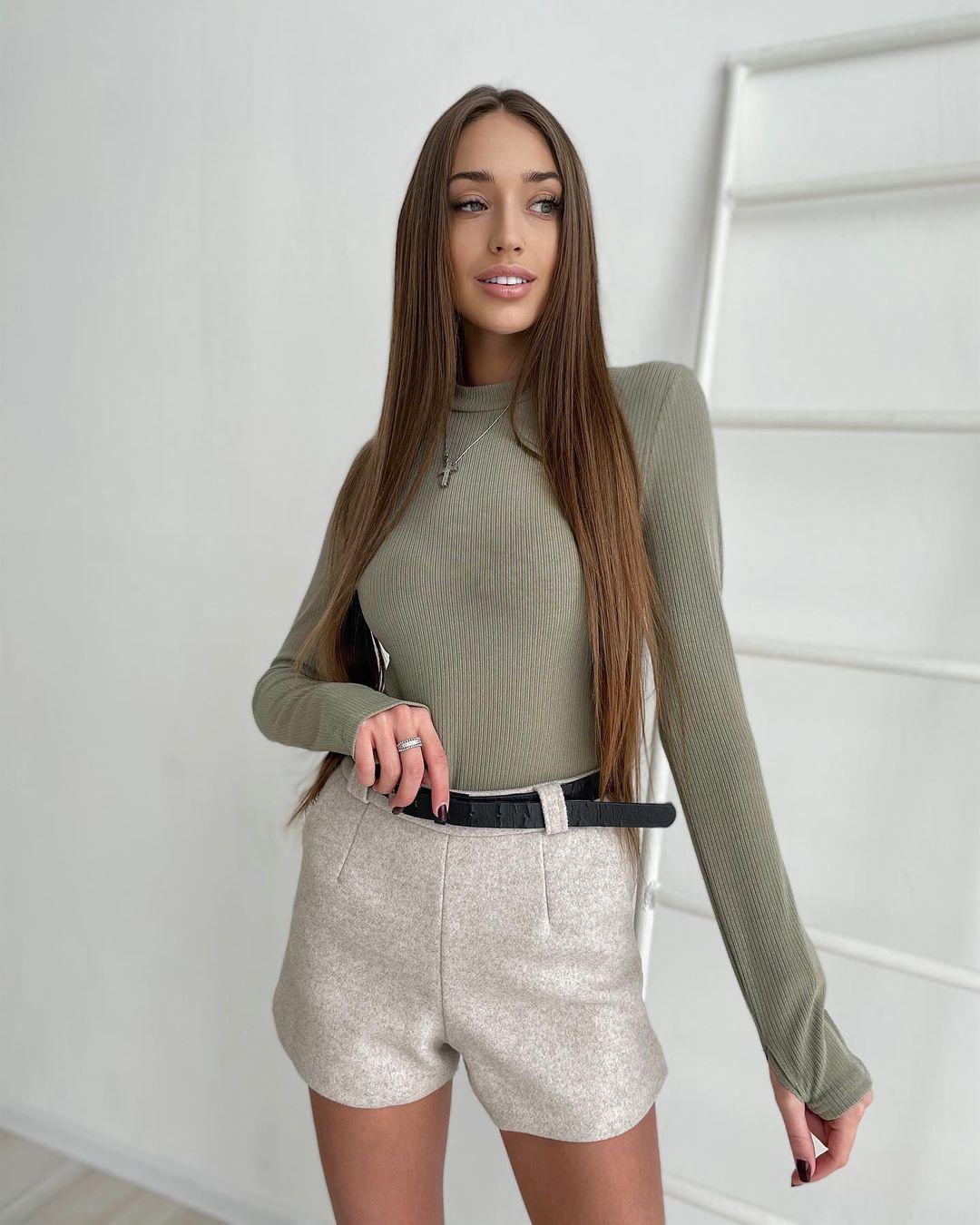 Ksenia-Stefanenko-Wallpapers-Insta-Fit-Bio-2