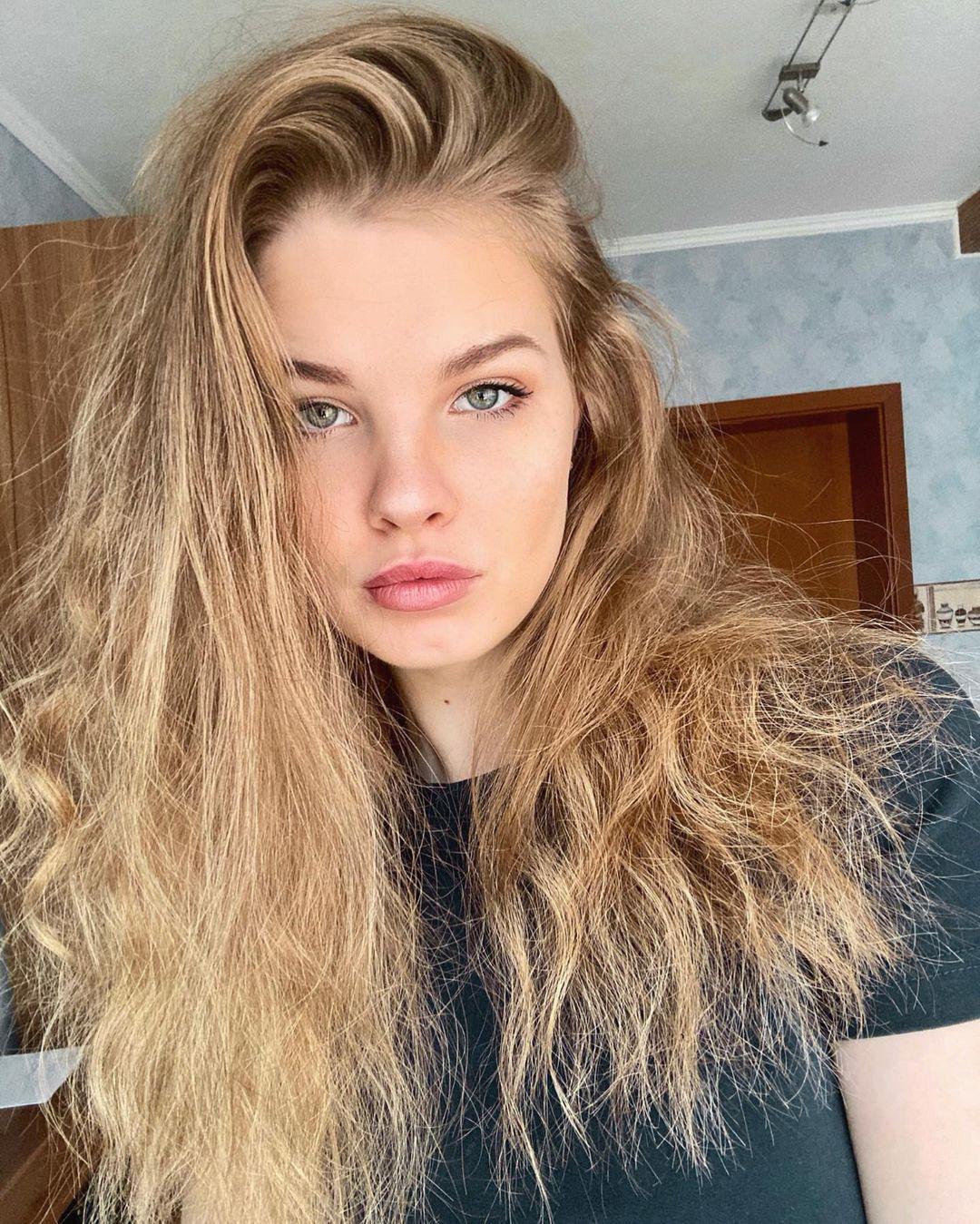 Mariia-Arsentieva-Wallpapers-Insta-Fit-Bio-17