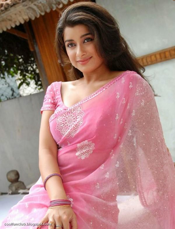 [Image: Gulabiya-Madhurima-in-Saree-01.jpg]