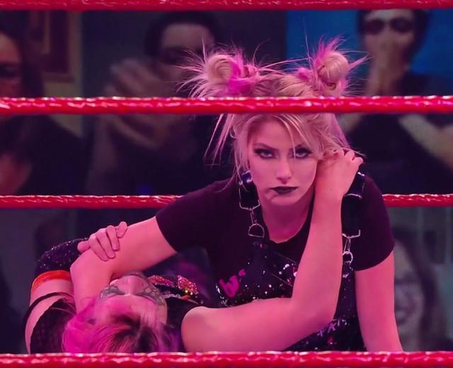 Alexa Bliss The Fiend derrotó a Asuka RAW 18 Enero