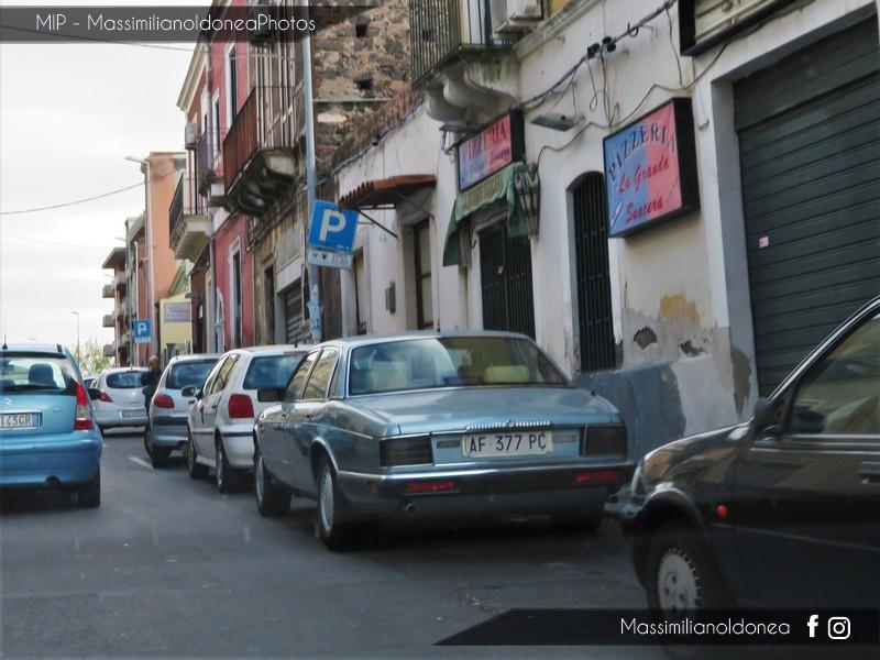 avvistamenti auto storiche - Pagina 3 Jaguar-XJ-Vanden-Plas-4-0-222cv-96-AF377-PC-127-000-27-11-2017
