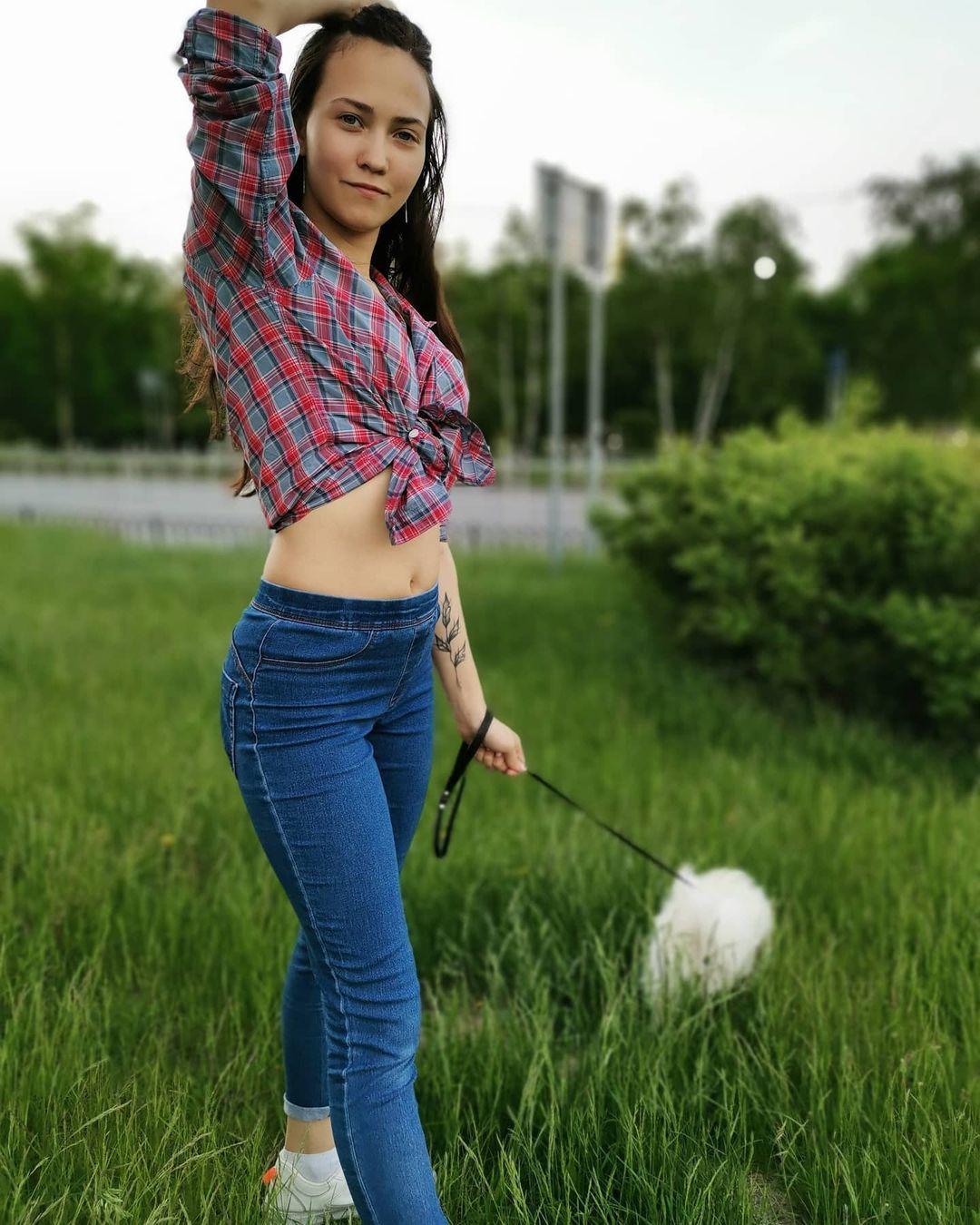 Anna-Volnix-Wallpapers-Insta-Fit-Bio-4