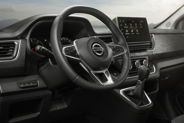 Le Nissan NV300 Combi Fait Peau Neuve New-NV300-Combi-Interior-Front-2-source