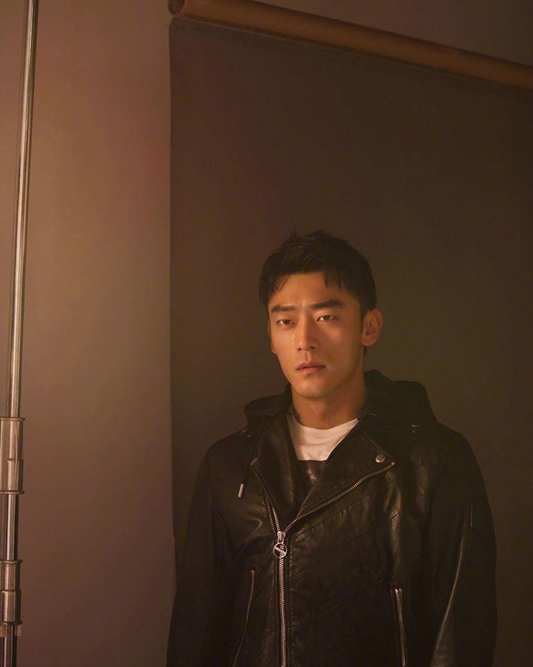 Dean Liu, nam diễn viên 6 múi gương mặt góc cạnh