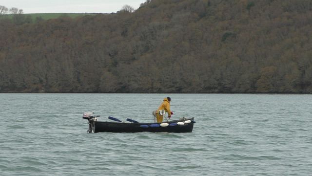 06-fal-fishermen-hand-hauling-dredges