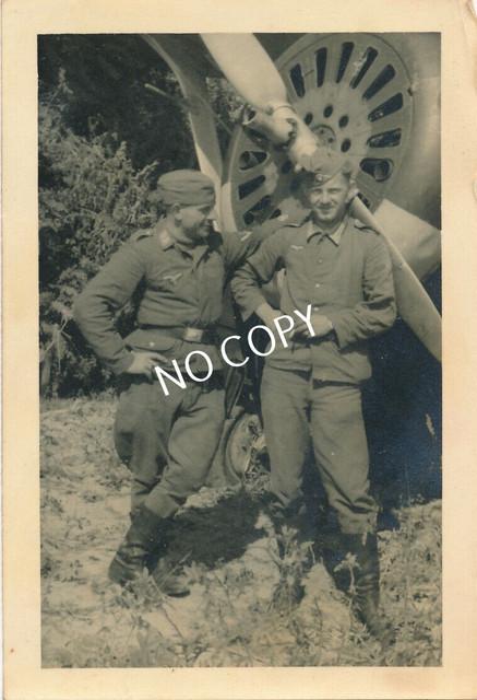 Foto-WK-II-Wehrmacht-Soldaten-Uniform-russisches-Flugzeug
