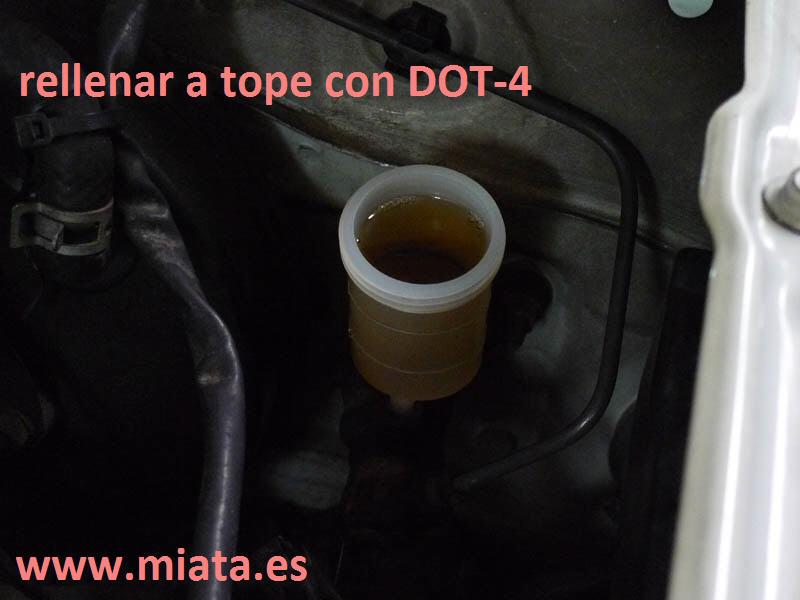 TUTORIAL DE COMO CAMBIAR EL EMPUJADOR HIDRAULICO DE LA LEVA DEL EMBRAGUE DEL MX-5/MIATA. 023