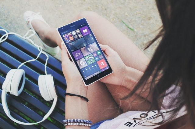 https://i.ibb.co/qJPJspq/get-music-on-your-mobile-phone.jpg